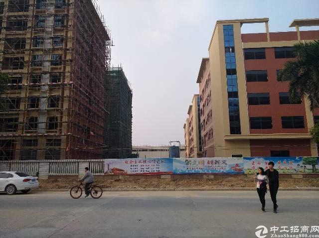 全新厂房原房东分租一栋6000平米