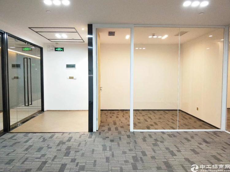 11号线福永地铁口A出口精装写字楼151平