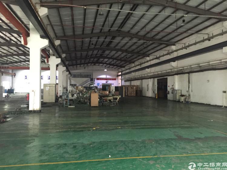 东莞清溪三中1600平转让,现成行车办公室地坪漆水电,近深圳
