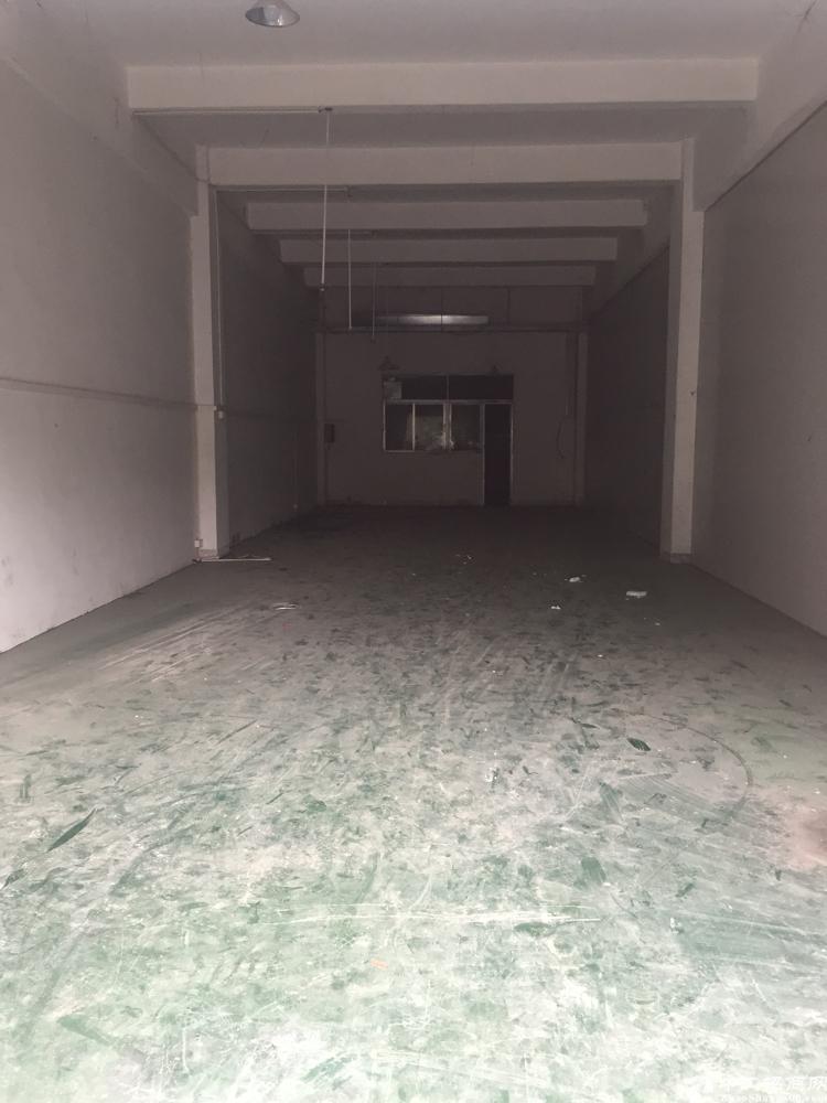 东莞清溪铁松威华工业园一楼打包3000元,现成地坪漆和水电