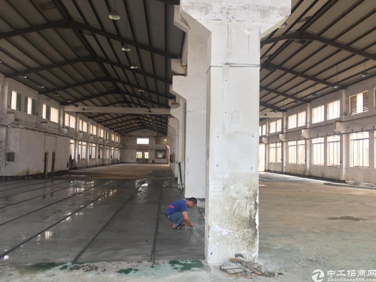 东莞清溪独栋一楼3000平带牛角,滴水高度7米1600平空地