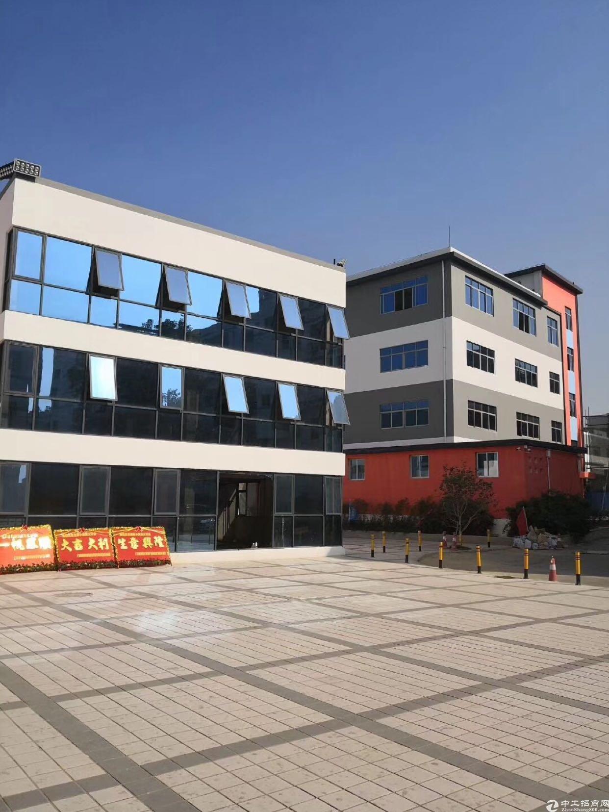 西乡鹤洲新出楼上2000平米办公场地招租