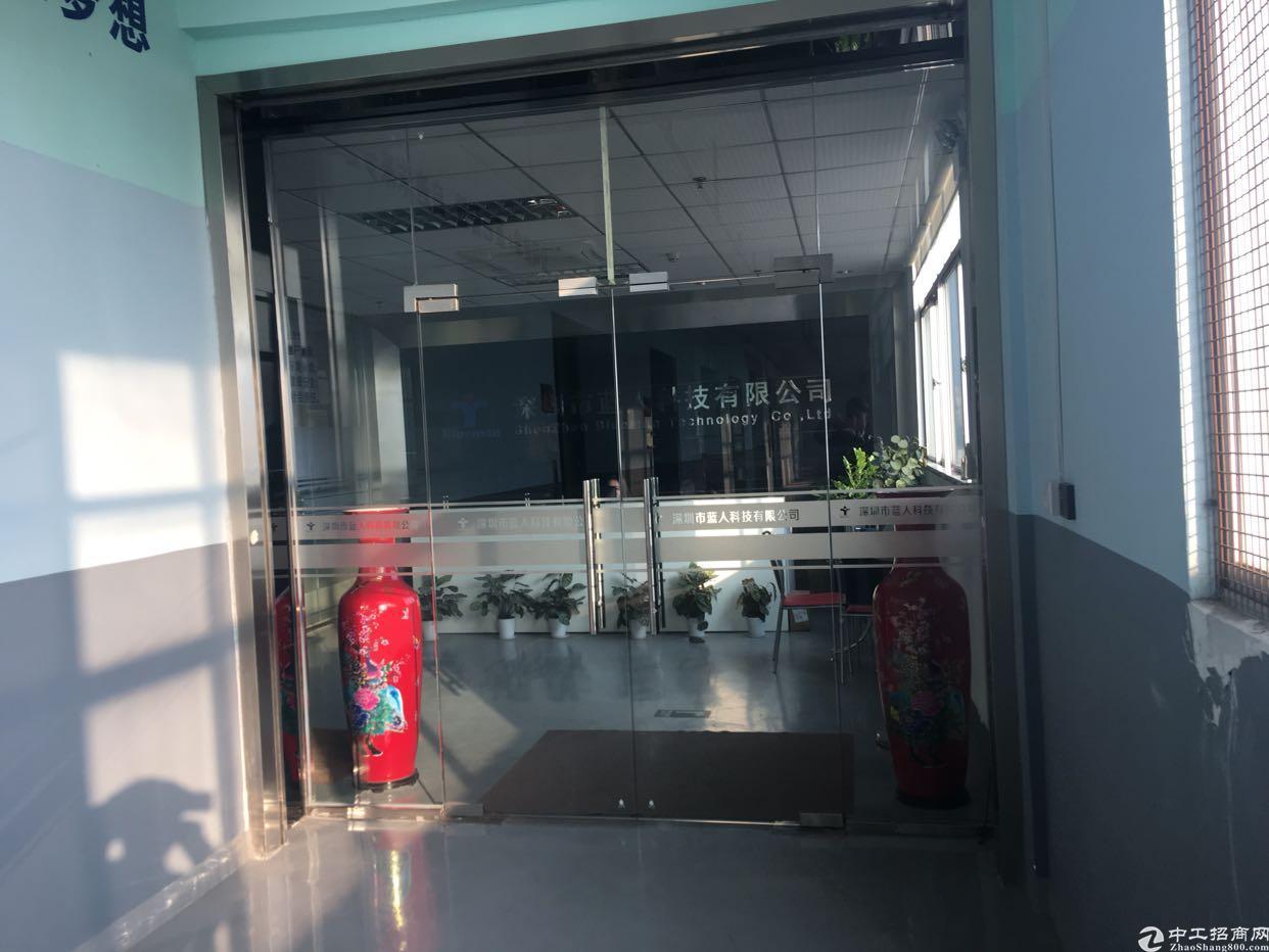 福永和平新出楼上1500平方带豪华装修厂房出租。