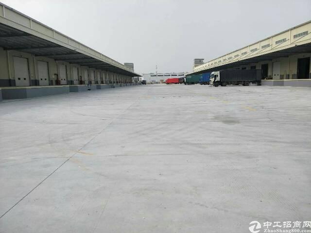 平湖机菏高速出口旁九成新20000平方米钢构厂房仓库招租
