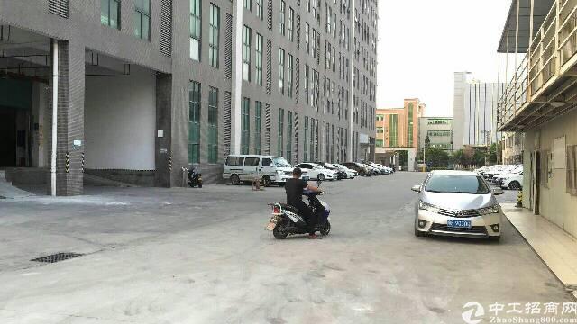 福永地铁口附近楼上整层2000平厂房招租