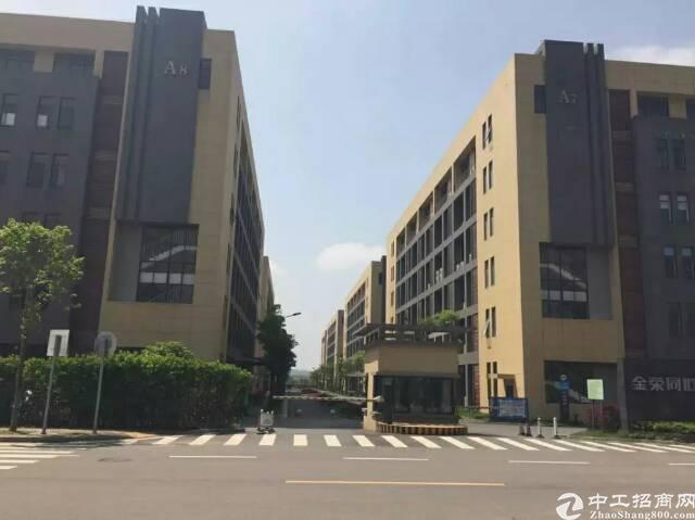出售长沙高新区1000平一楼,地铁口,厂房全新首付3成