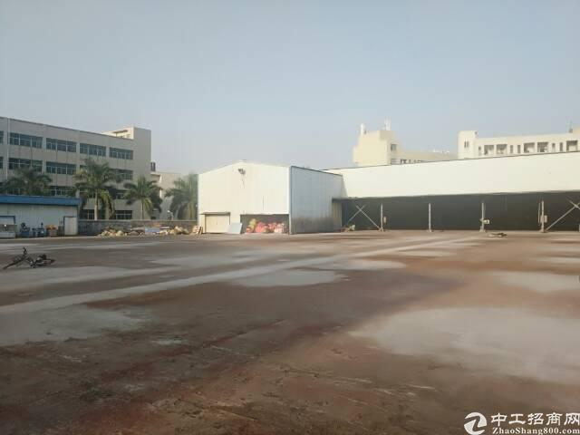 石岩南光高速口附近12米高钢构,带10吨行车