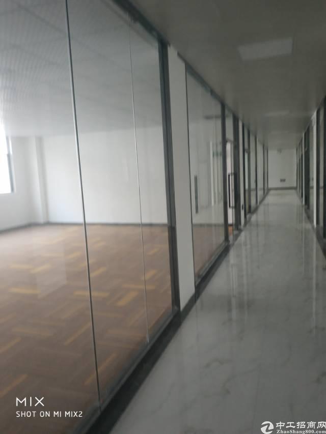 龙华新区清湖地铁站附近精装写字楼100起大小都有