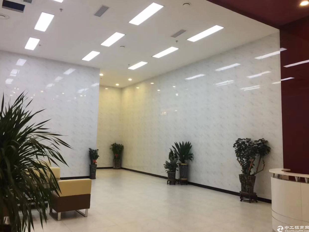 清湖地铁口精装268平办公室出租