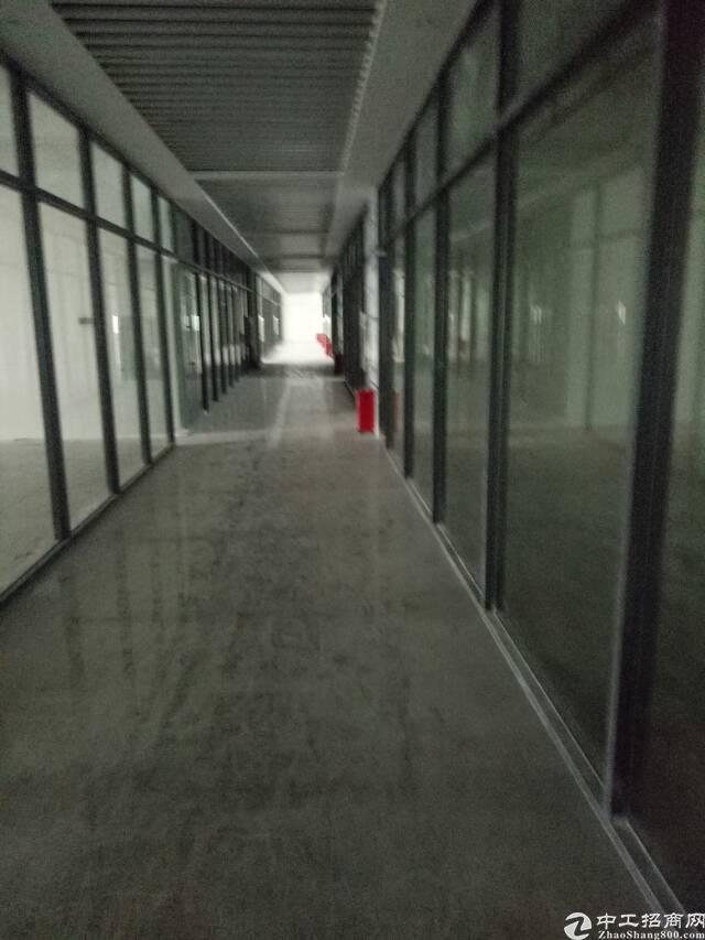 (出租)连接机场T3写字楼整层1058平可分85元/平