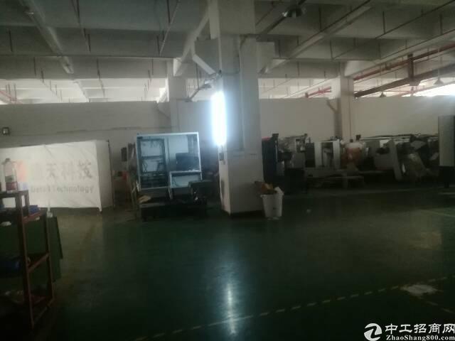 松岗地铁口边重工业厂房一楼1410㎡招租带装修办公室