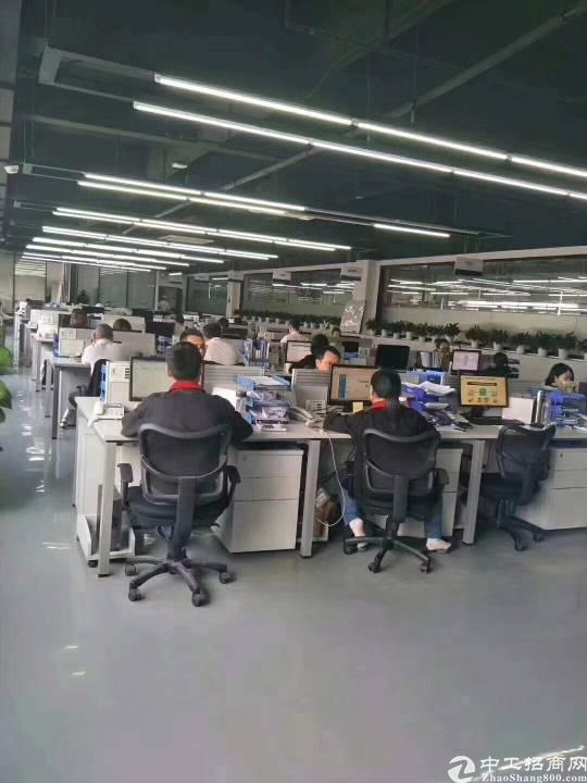 石岩高新产业园两层大面积厂房现已空出!每层6100平方米