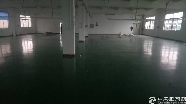 坑梓第三工业区新出三楼1000平方招租,