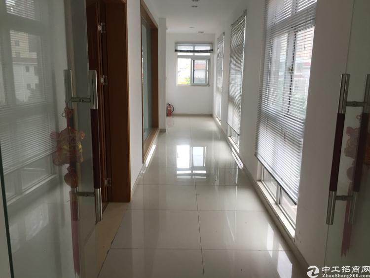 龙华天虹商场附近3楼带精装修写字楼625平方米