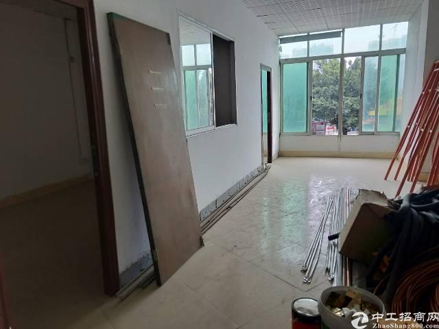 福永桥头靠保安大道新出楼上200平方左右带装修写字楼