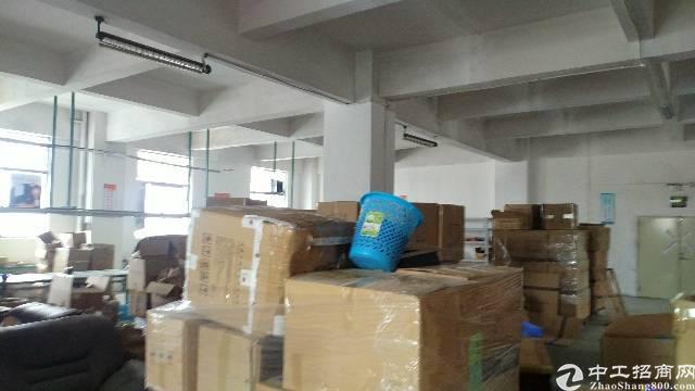 松岗龙大高速出口新出楼上带装修厂房660平方现低价出租