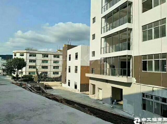西丽白芒关独院厂房i出i租。园区建筑面积26000平米,有四