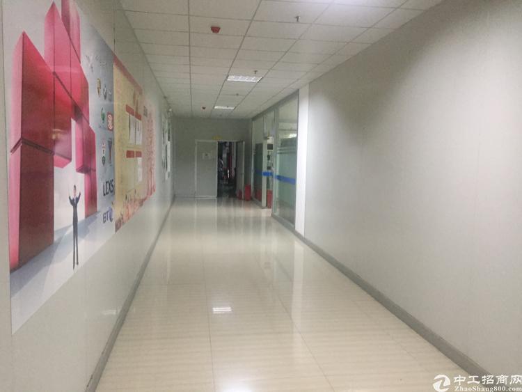 福永桥头新出楼上2900平方带精装修厂房招租