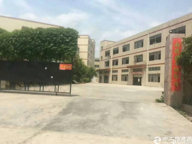 布吉布龙路边上独院厂房7400平方可分租