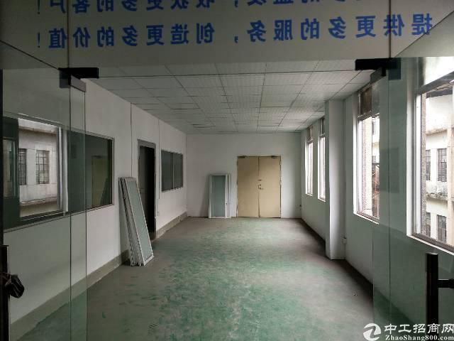 街口新出小独院,面积3300,1-3F,整租22元每平。