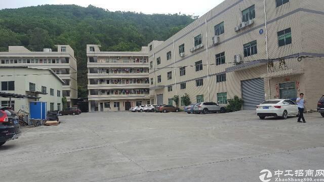 清溪镇高速路口对面新出原房东独栋3层标准厂房3800㎡