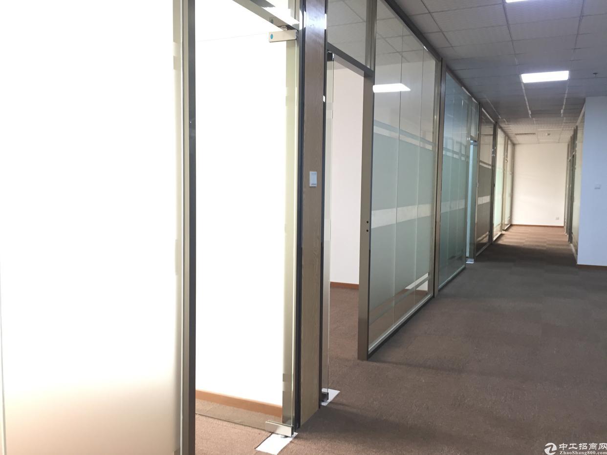 后瑞地铁口180平米办公室招租