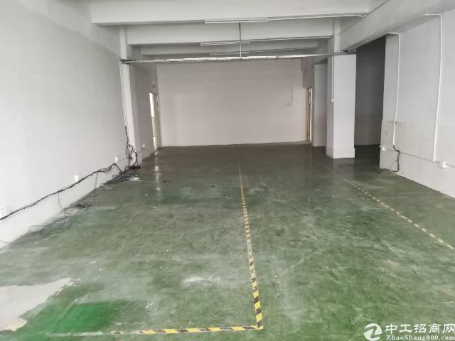 横岗工业区3楼电梯房1100平只要19元