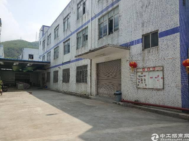 横岗六约社区现空出一楼厂房整层1100平价格24可分租