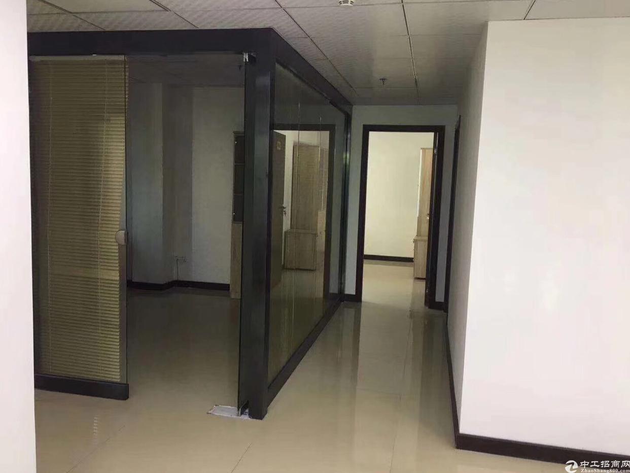 龙华天虹旁3楼800平方米,带精装修与家具,免费使用