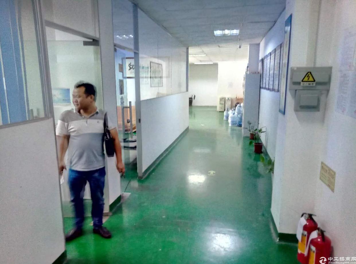 福永镇凤凰山脚下楼上带装修700平厂房招租