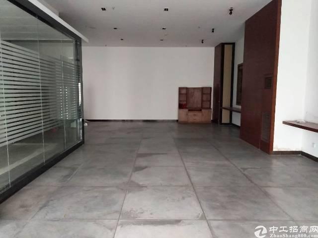 龙岗横岗地铁口新出楼上精装修办公室厂房1000平出租