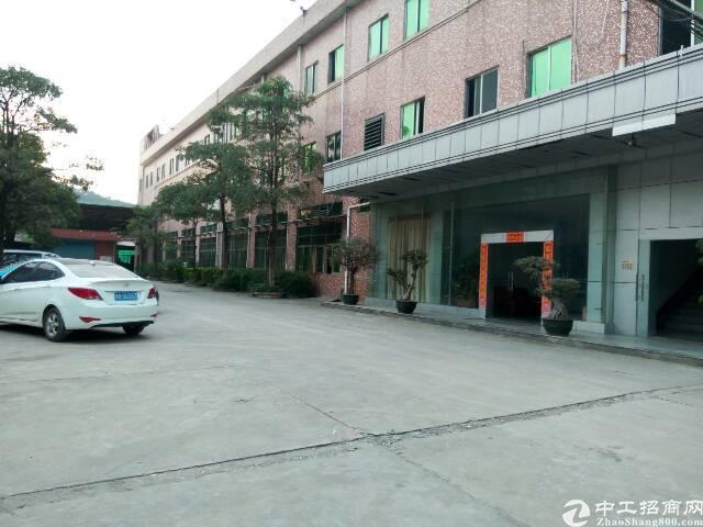 长安高速出口新出带装修厂房1800平米一整层。