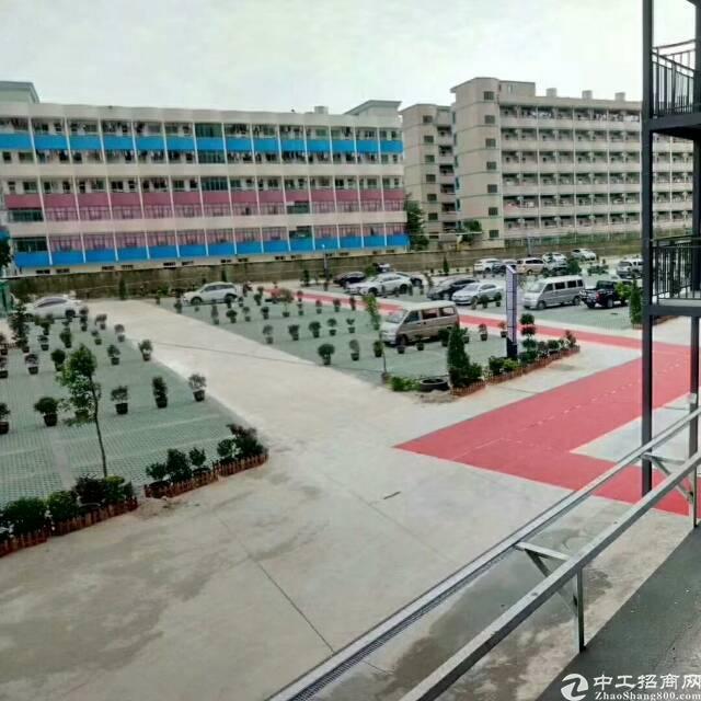 福永桥头地铁站附近楼上整层2000平带装修写字楼