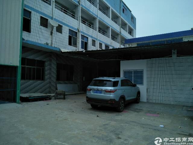 厂房位于新民,厂房形象好,人流量多,空地大。