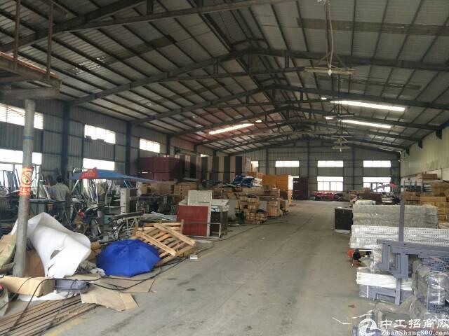 松岗107国道边上8米高钢构厂房出租。