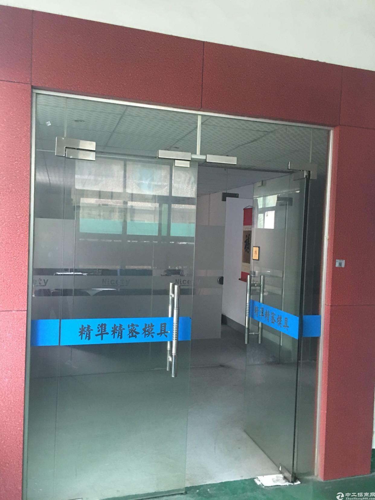 松岗新出楼上精装修厂房 环境好 空地大 适合各种行业 看中就