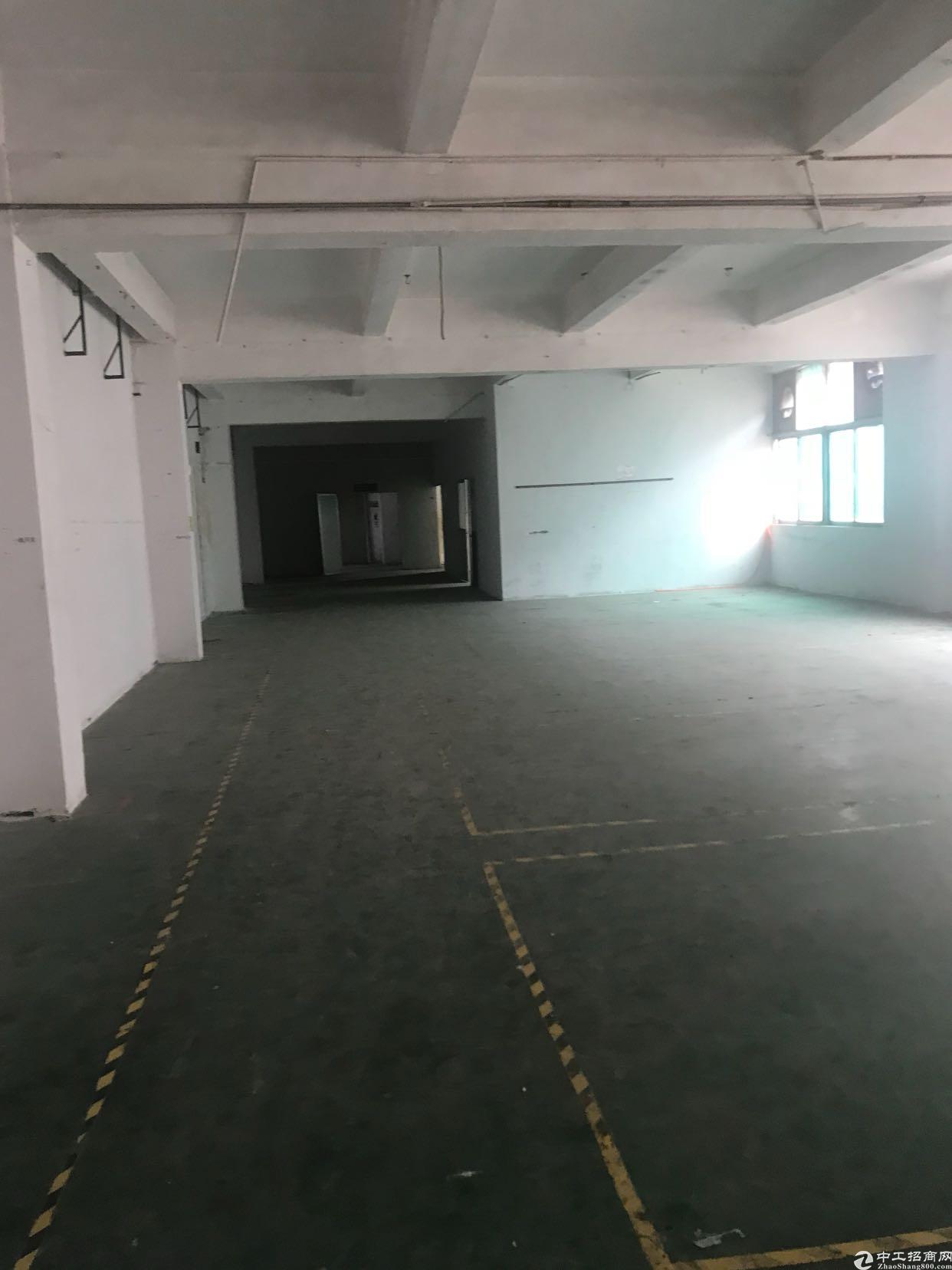 松岗大田洋工业区二楼整层1600平米带装修厂房便宜招租