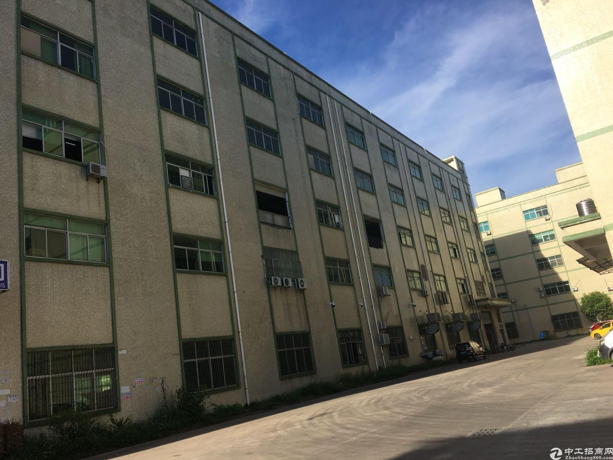 坪山新区坑梓3楼厂房2200平带办公室有点装修
