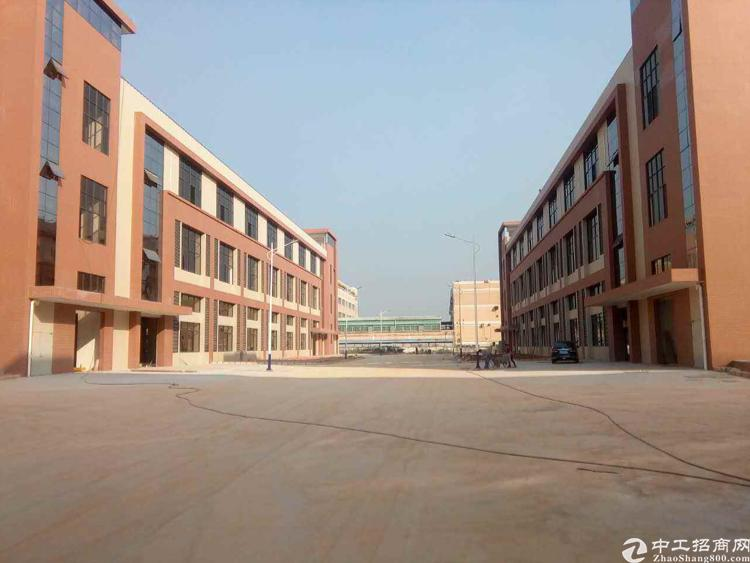 石排新出两栋原房东厂房,可隔独门独院