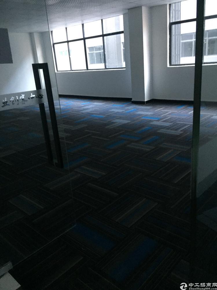龙胜地铁口附近1200平办公场地出租,300起分,全部玻璃通