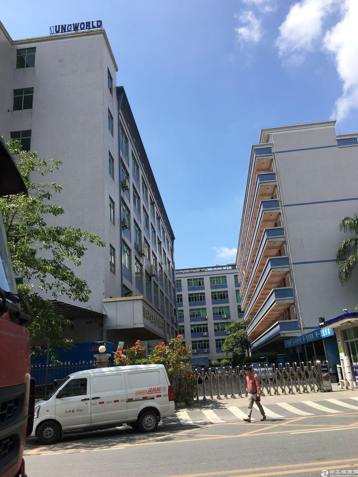 坂田上雪科技园新出一楼1400平方楼上2000平方大小分租