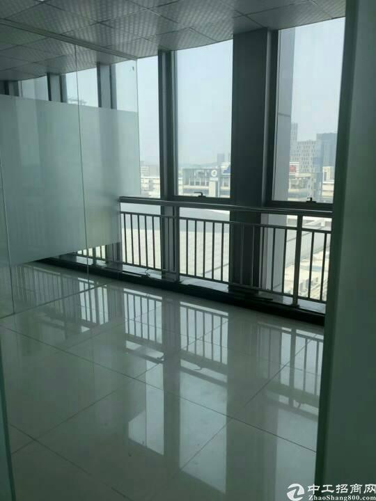 坂田天安云谷附近新出一楼2000平带装修有卸货平台的标准厂房