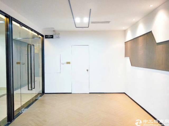 地铁口精装带家私写字楼出租,面积189平