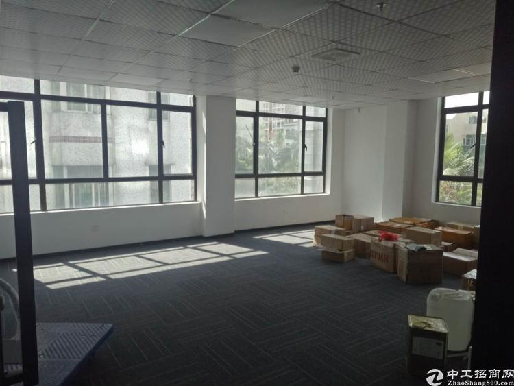 出租沙井镇107国道边精装修写字楼70平米起分租,