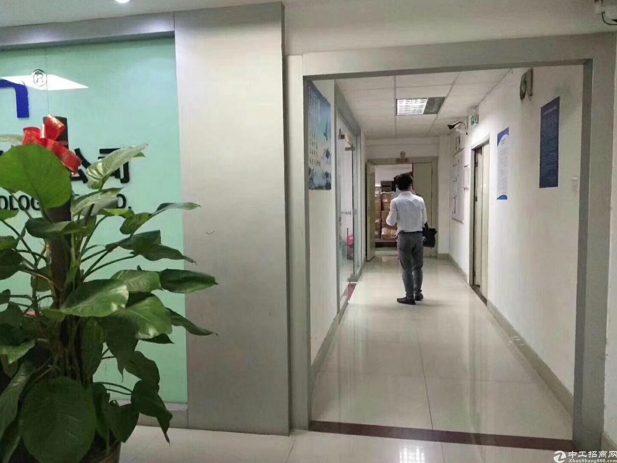 松岗福永桥头地铁口新出楼上600平方精装厂房出租