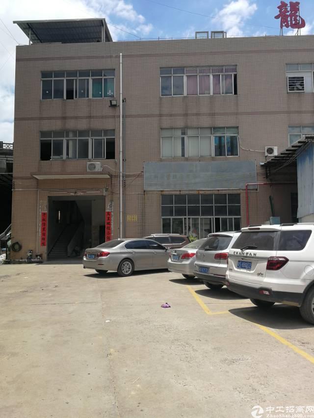 凤岗镇三联村新出独门独院带地坪漆标准厂房一楼300平