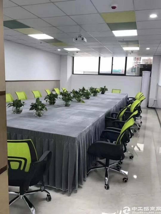 横岗大运软件小镇300平方精装修写字楼出租!