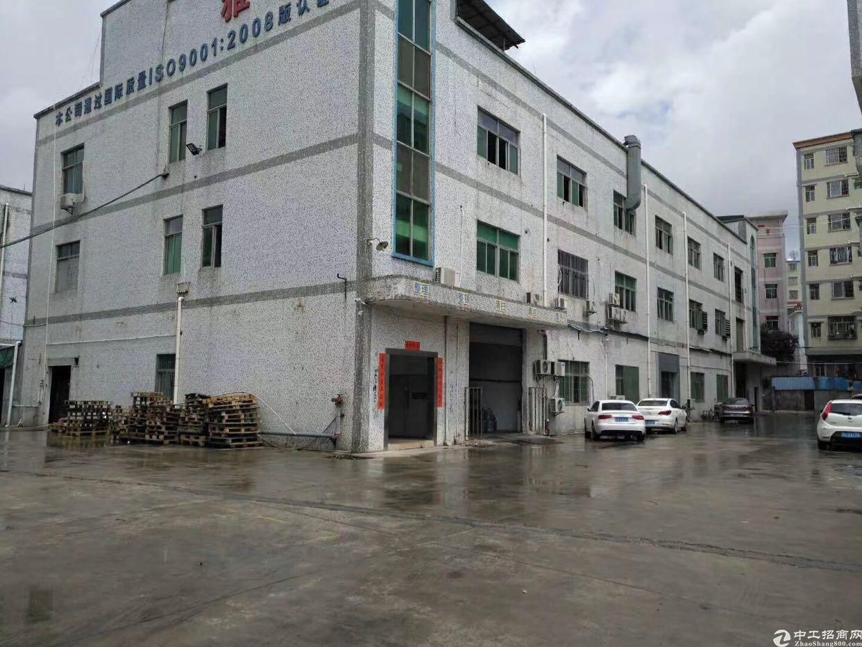 观澜牛湖高尔夫大道旁出楼上带装修标准厂房1180平
