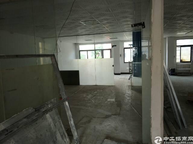 长安厦边新出标准厂房二楼550平