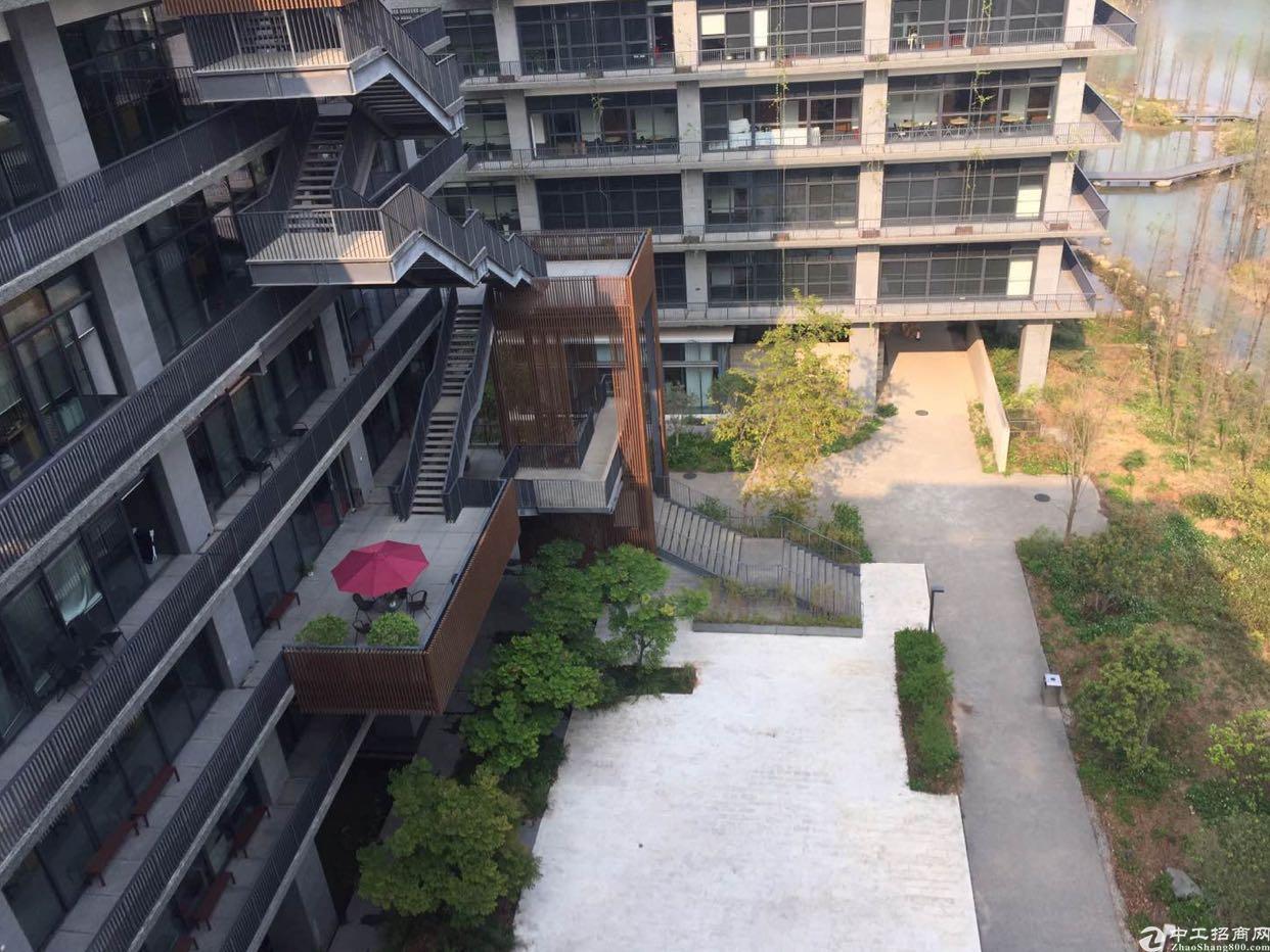 地铁口自然生态湖畔园林独栋总部基地整层800平